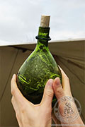 Melchor bottle - green - Medieval Market, with a pear-shaped body